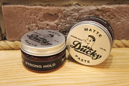 men hairstyle. ducky matte paste. paste for men barber shop. 新聞圖片