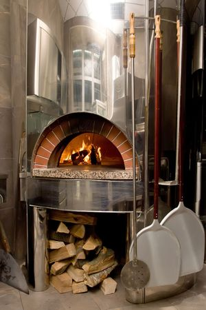 burnt wood: Modern pizza oven