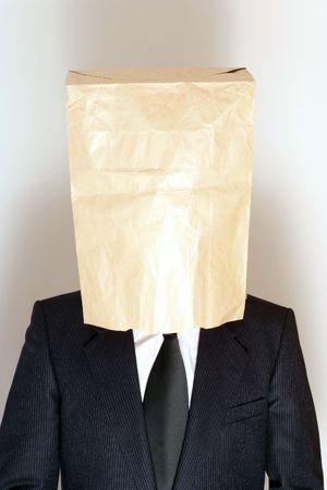Zakenman met een papieren zak over zijn hoofd Stockfoto