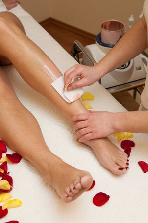 waxed legs: Leg waxing
