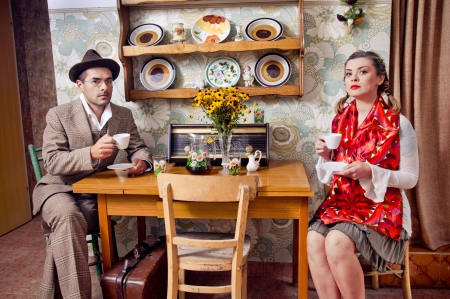 a marriage meeting: Retro couple drinking coffee or tea