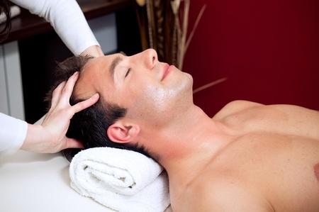 massage homme: Massage relaxant de la t�te