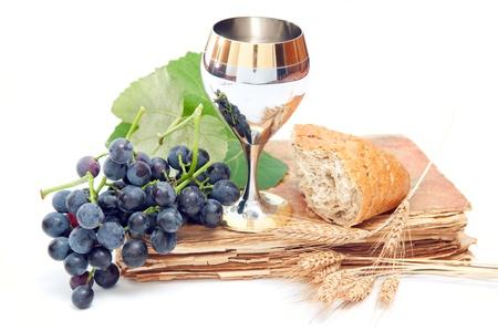 pan y vino: Comunión elementos aislados en blanco.