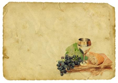 pan y vino: Elementos de comunión en la antigua fondo de papel Foto de archivo