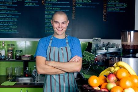 Zuversichtlich Eigentümer oder Barkeeper des kleinen Café Lizenzfreie Bilder