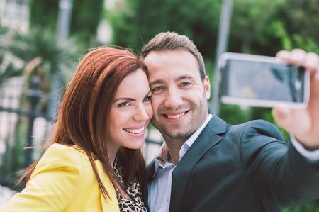 Gelukkig paar dat selfie