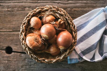 cebolla: cebollas crudas Foto de archivo