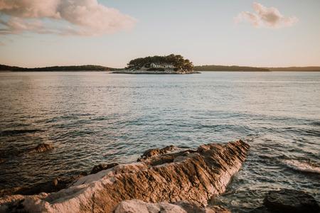 Uitzicht vanaf het eiland Hvar in Kroatië