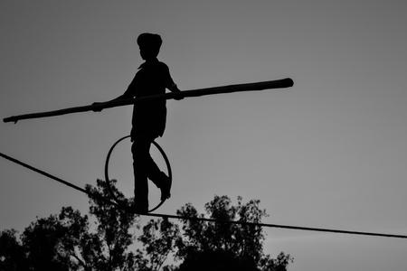 Young Boy Tightrope walking, Slacklining, Funambulism, Rope Balancing Banque d'images