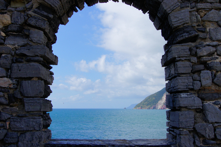horizont: view of the sea through the arch Stock Photo
