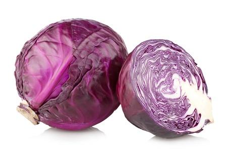 cabbage: repollo rojo aislado en blanco