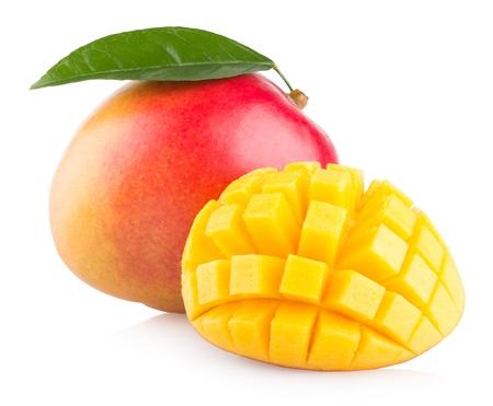 mango: owoce mango na białym tle