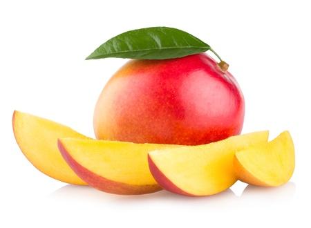 マンゴーの果実が白い背景で隔離