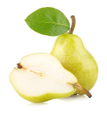 pera: peras verdes maduras aislados sobre fondo blanco