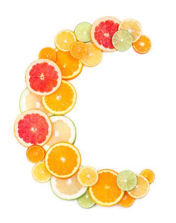 비타민 C 개념 (문자 C 감귤 류 슬라이스로 만든)