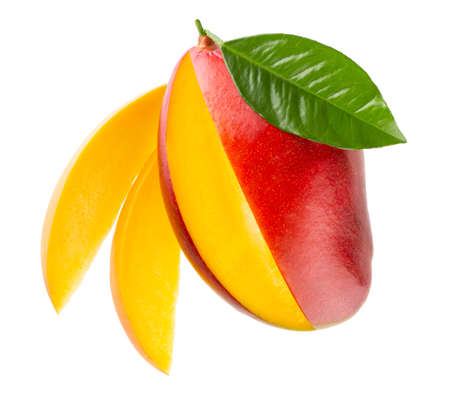 Ripe mango with slices isolated on white background with clipping path Standard-Bild