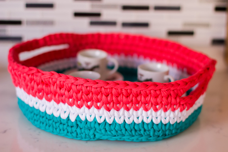 Knitted creative basket - tray with coffee cups Фото со стока
