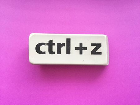 eraser with the inscription ctrl + z on a violet background Stockfoto