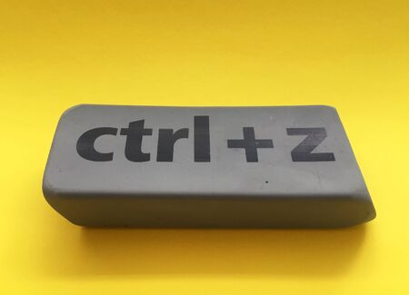 eraser with the inscription ctrl + z on a yellow background Stockfoto