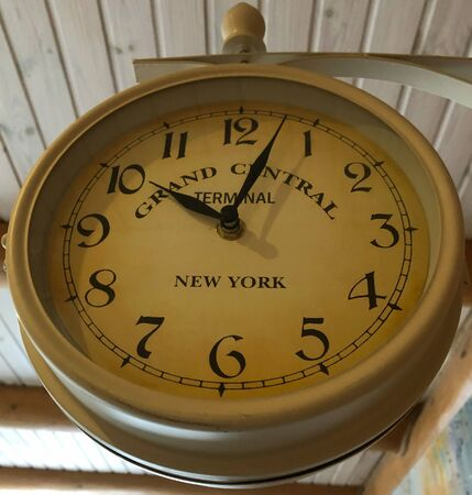 old clock vintage picture in wood background 스톡 콘텐츠