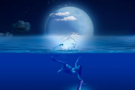 Ręka potwora chwytająca dziewczynę na nocnym morzu