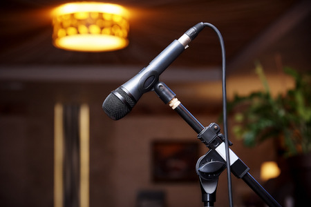 Microphone on the rack close-up on a blurred background. Banque d'images - 111495461