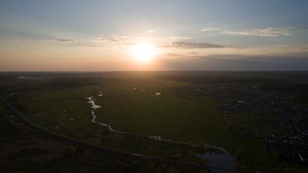 美しい日の出は、無人で撮影。上からの眺め。