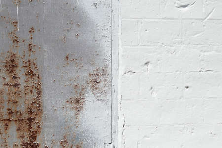 old rusty wall in white paint as a background 版權商用圖片
