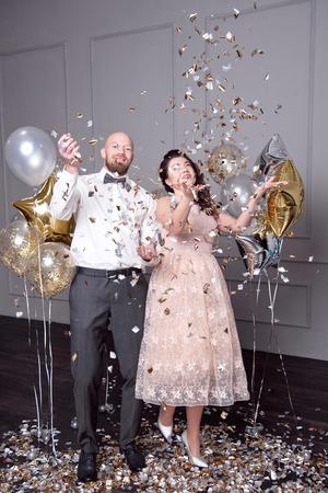 beautiful couple throwing up confetti Stockfoto