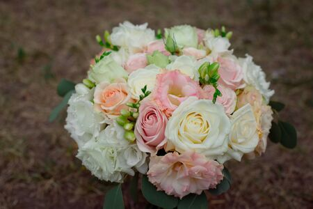 Side view of a beautiful delicate wedding bouquet of cream roses and eustoma blurred background. 版權商用圖片