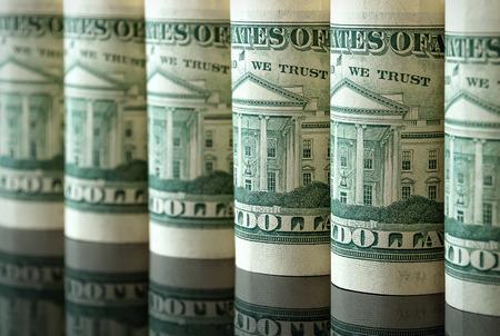 Beaucoup de dollars américains sous forme de tubes