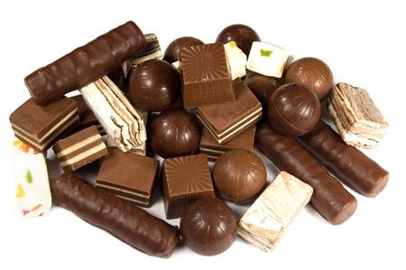 白い背景のアソート チョコレート