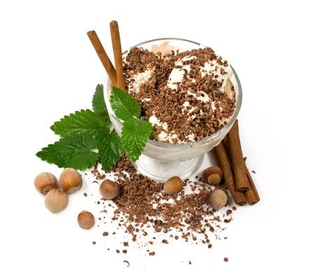 チョコレート、ナッツ、白でシナモン アイス クリーム