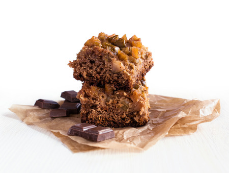 membrillo: chocolate y membrillo pastel sobre papel de pergamino