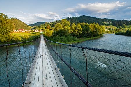 山中川に架かる吊り橋