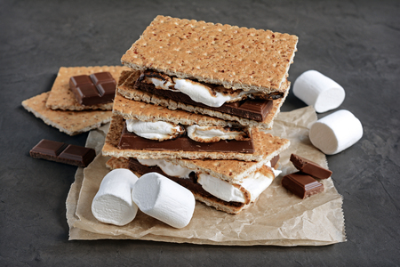 Graham: Fresh homemade smores with marshmallows, chocolate and graham crackers. The popular American cuisine dessert.