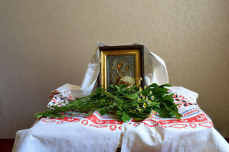 The traditional decoration of the house is fragrant herbs (lovage, chamomile) for the feast of the Trinity.