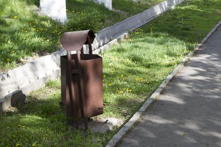 wheelie bin: wheelie bin along the sidewalk next to the aryk