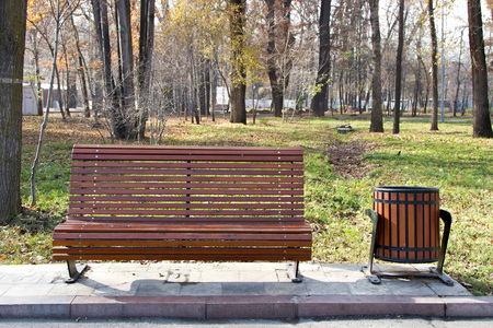 urn: bench with an urn in the central park
