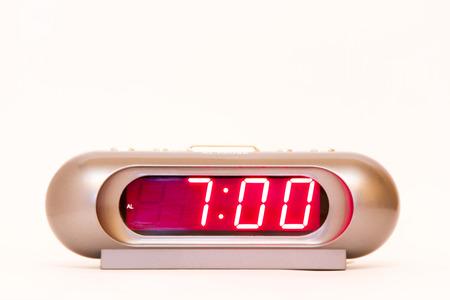 電子時計目覚まし時計赤い照明と、時間 7:00