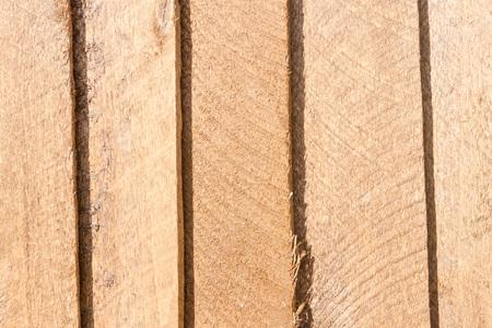 서로 쌓인 나무로 만든 안감