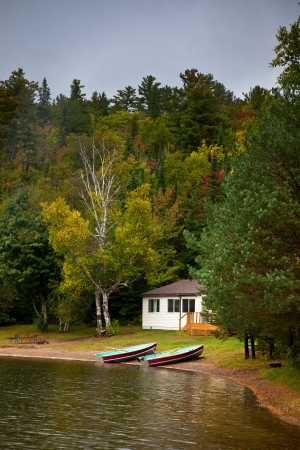 Cottage On The Carpenter Lake, Canada Stock Photo - 10758705