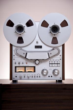 tape recorder: Analógicas estéreo de cintas de carrete abierto de la cubierta Recorderwith grandes bobinas