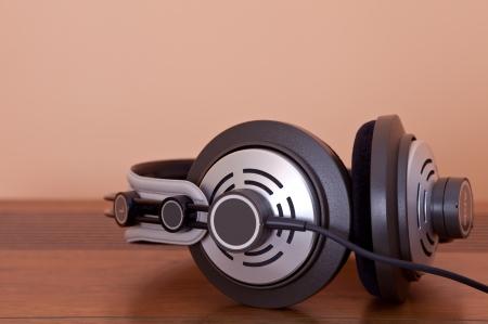 hifi: Modern Hi-Fi Stereo Headphones with cable