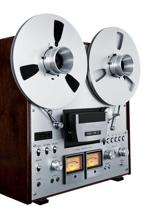 tape recorder: Estéreo analógico carrete abierto Grabador de la cubierta de cinta de la vendimia aislado Primer