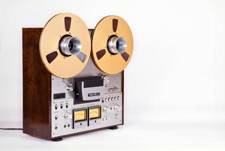 flauta dulce: Estéreo analógico carrete abierto cinta cubierta Grabadora de DVD con metal Carretes Carretes Foto de archivo