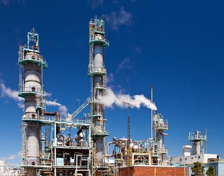 Refined Petroleum Petrochemical Plant Smokestack Pipeline with blue sky Archivio Fotografico