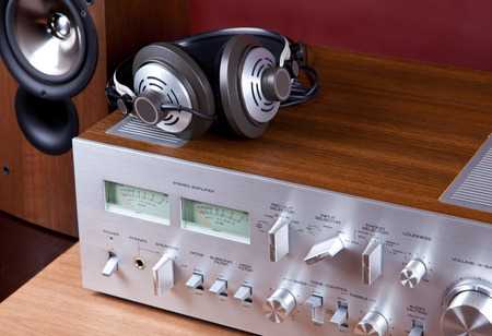 Analog Audio Stereo System Amplifier Headphones Speaker Angled View from the Top Banco de Imagens
