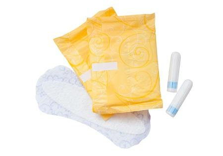 Tampons und Servietten auf weißem Hintergrund - Gesundheit und Medizin.