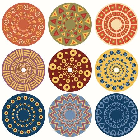 9 つの幾何学的なカラフルなマンダラの民族の丸い装飾的なパターンの設定  イラスト・ベクター素材